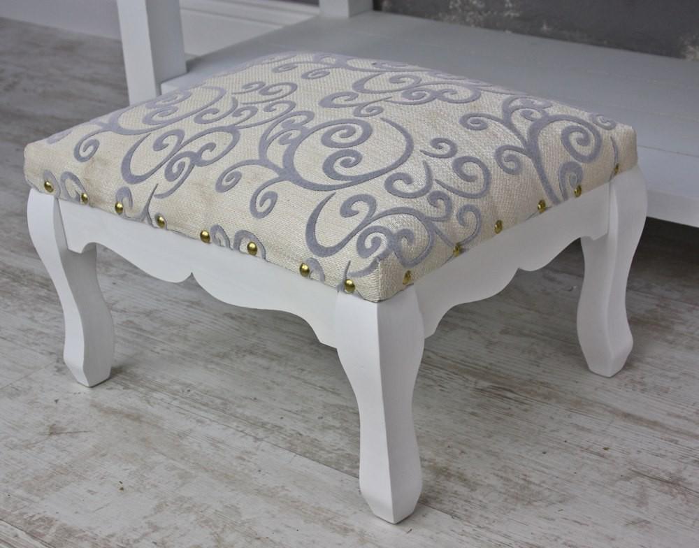 hocker wei aus holz f r schminktisch. Black Bedroom Furniture Sets. Home Design Ideas